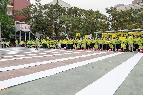 运动会高潮的700人震撼巨画